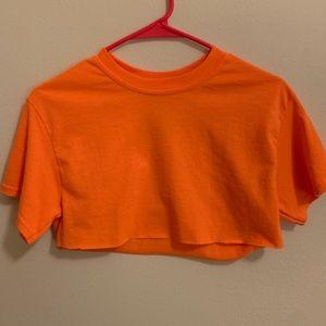 Gildan Tops - Medium Cropped Orange Top